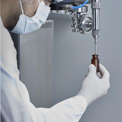 ripartizione in vials di prodotti critici liquidi o polveri in camera bianca